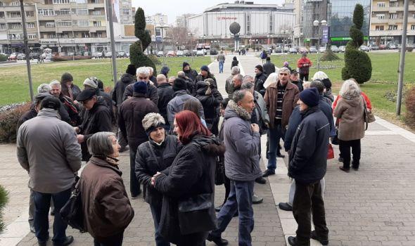 Bivše kamiondžije konačno doprle do Nikolića, obećao da će Vučića i Brnabićevu uputiti u njihov problem