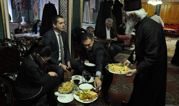 Božićni prijem kod vladike Jovana: Crkve se sve više ispunjavaju podmlatkom (FOTO)