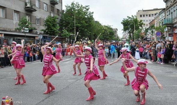 Karneval: Defilovali mališani, u povorci originalne Fiće i Moto klub Smak (FOTO)