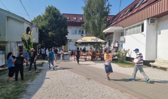 NADLEŽNI: Zbog letovanja, svadbi, sahrana naglo skočio broj novozaraženih u Kragujevcu