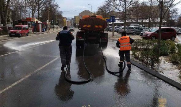 JKP Šumadija: Nastavljena pojačana dezinfekcija ulica (FOTO)