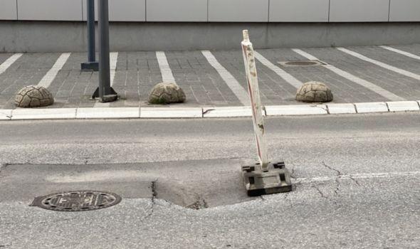 """U prigradu ulice bez asfalta """"putuju zajedno s kišom"""", udarne rupe po celom gradu"""