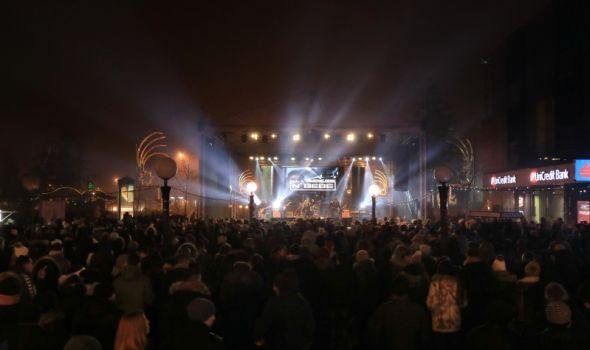 Vesele osamdesete zagrejale, Neverne bebe uvele Kragujevčane u srpsku Novu godinu (FOTO)