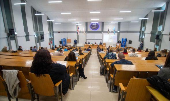 "Na Ekonomskom fakultetu održan JUBILARNI naučni skup ""Institucionalne promene kao determinanta privrednog razvoja Srbije"""