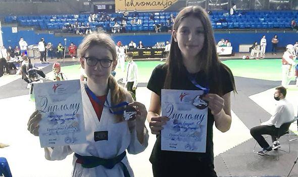 Bronzane medalje za Elenu i Anastasiju iz Tekvondo akademije Kragujevac