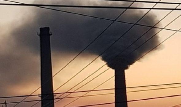 """COVID je """"nevidljivi neprijatelj"""", Kragujevac ima i vidljivog: Zašto iz dimnjaka Energetike kulja crni dim? (FOTO)"""