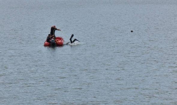 Na Gružanskom jezeru i dalje potraga za telom devojke koja se utopila