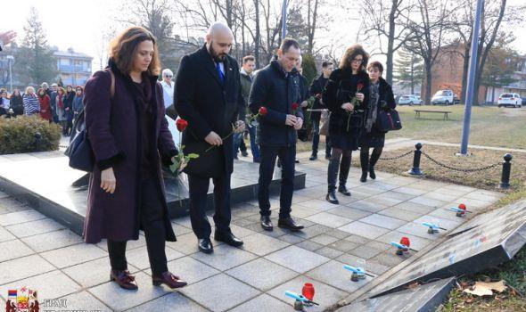 Ogromna rana čovečanstva: Kragujevac obeležio Dan sećanja na žrtve Holokausta (FOTO)
