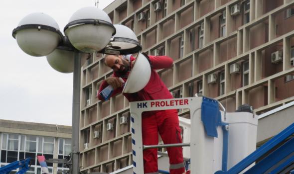 Počelo sređivanje javne rasvete u Centru (FOTO)