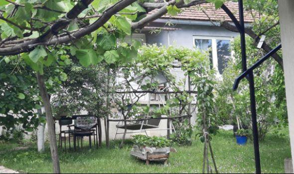 Tragedija u Kozujevu: Muž izbo suprugu, pa presudio sebi, mlađi sin našao mrtve roditelje