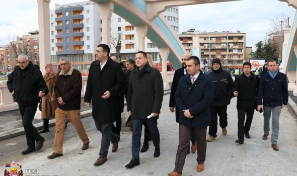 Ministar Ružić KAMENI MOST pustio u saobraćaj, svetiljke stižu u januaru (FOTO)