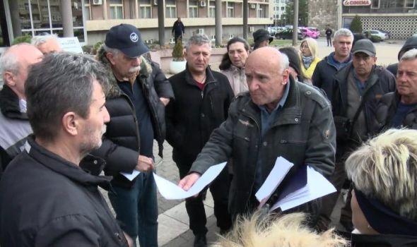Vlada RS ne odgovara bivšim kamiondžijama, traže pomoć od gradonačelnika