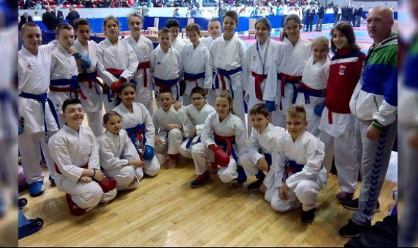 Karatistima Juniora 12 medalja na Prvenstvu Srbije u Kragujevcu
