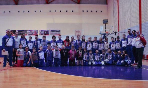 Karatisti Juniora blistali u Čačku, osvojili čak 16 medalja