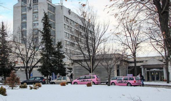 Pink taksi besplatno vozi medicinsko oosblje Kliničkog centra