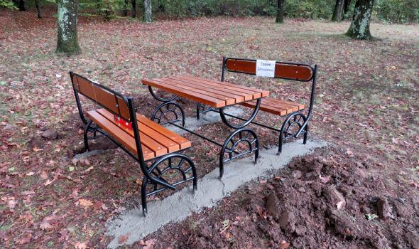 Novi parkovski elementi u Šumaricama (FOTO)