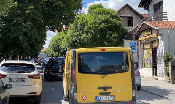 """SAOBRAĆAJNI KOLAPS: """"Sedim u autu VIŠE OD SAT VREMENA, kolona se ne pomera""""!"""