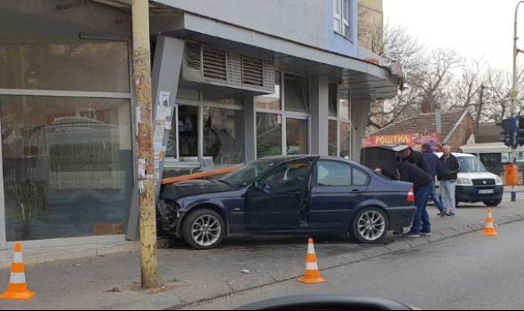 Kolima uletela u pekaru, povređene dve ženske osobe