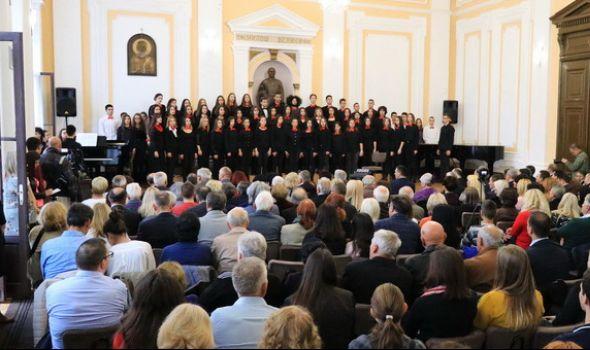 Gost iz Kozarske Dubice PREMINUO pred početak Komemorativne akademije u Prvoj gimnaziji