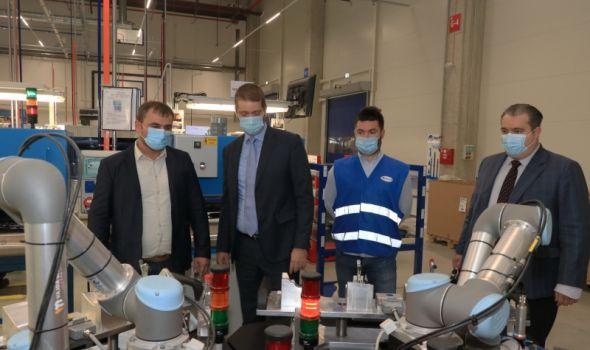 """U kompaniji """"Yanfeng"""" u Kragujevcu do kraja 2023. biće zaposleno ukupno 800 ljudi (FOTO)"""