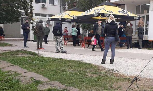 """U KOVID ambulanti dnevno se pregleda i do 350 pacijenata – Dašić: Broj novozaraženih """"stabilizovan"""" na oko 100 dnevno"""