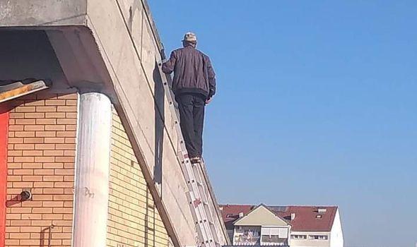 Kragujevčanin se snašao kako da UŽIVO gleda utakmicu tokom Korone (FOTO)