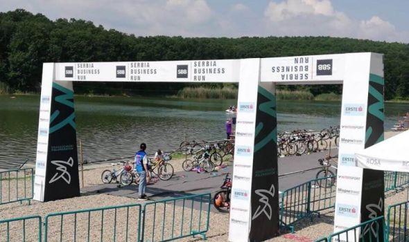 Početak sezone trijatlonskih takmičanja: Na jezeru u Šumaricama domaći i triatlonci iz Italije, SAD i Rumunije