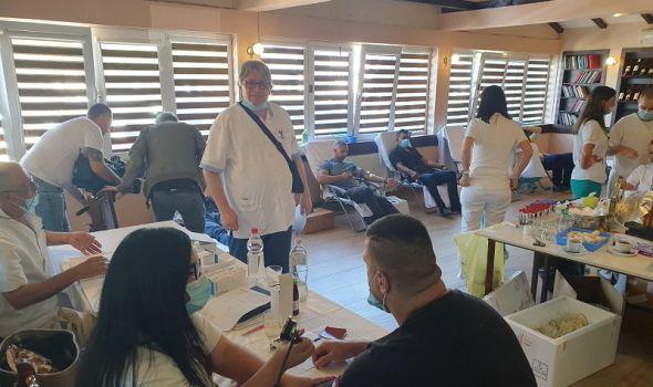 Akcije davanja krvi na tri lokacije, BIBLIOTEKA KOD MILUTINA tradicionalno najatraktivnija, VO NA RAZNJU ne izostaje (FOTO)