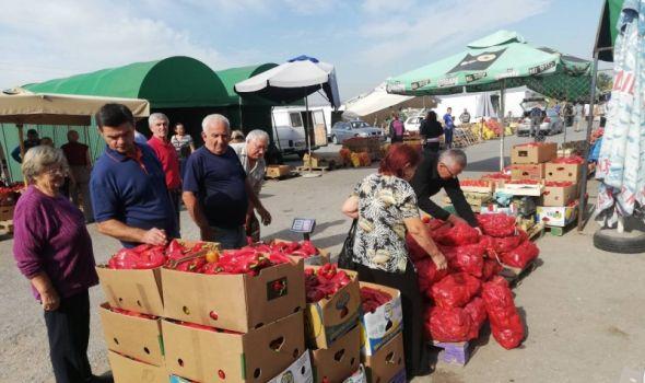 Priprema zimnice u punom jeku: Na Kvantašu cene veće – kupaca više (FOTO)