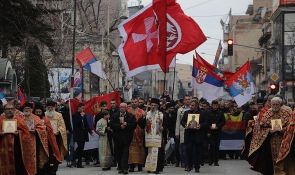 Održana velika litija kao molitvena podrška narodu Crne Gore koji brani svetinje (FOTO)