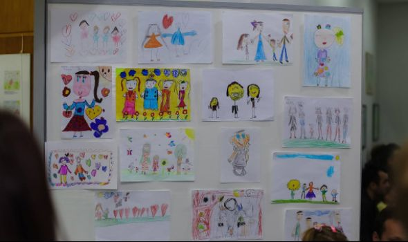 "Mami na dar: Deca crtaju, ""Đani"" po tome pravi priveske (FOTO)"