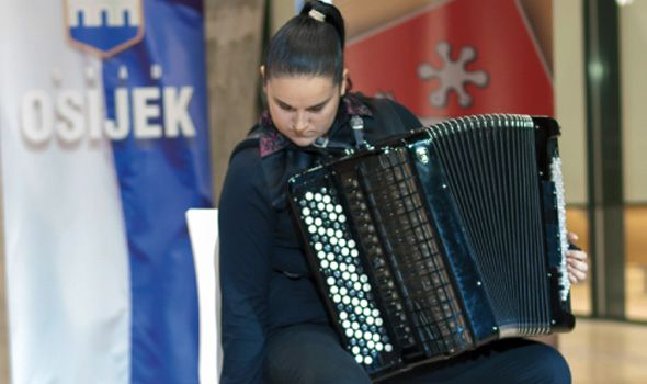 Koncert Marije Turšijan u Prvoj gimnaziji