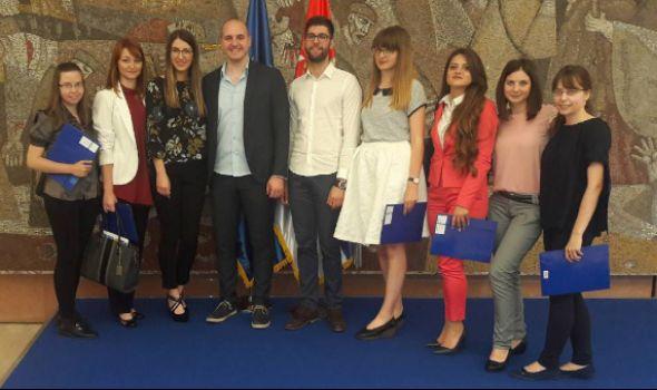 Ministarstvo zdravlja zaposlilo 12 najboljih diplomaca kragujevačkog Fakulteta medicinskih nauka