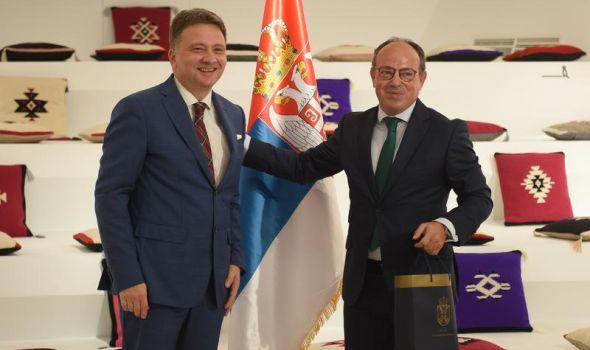 Osnivanje Orakle regionalnog centra podataka u okviru Državnog data centra u Kragujevcu