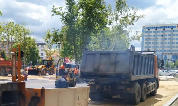 Izgledaće potpuno drugačije i imaće veći kapacitet: Pri kraju rekonstrukcija parkinga kod Robne kuće (FOTO)