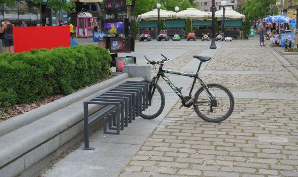 Parking za bicikle na još pet lokacija u Kragujevcu (FOTO)