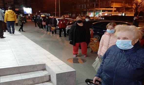 Oko 5000 Kragujevčana starijih od 65 godina obavilo kupovinu i podiglo penzije (FOTO)