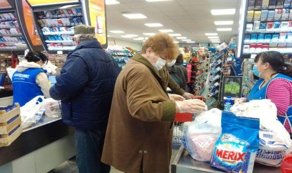Stariji od 65 godina u zoru obavili kupovinu ali bez većih redova kao ranije (FOTO)