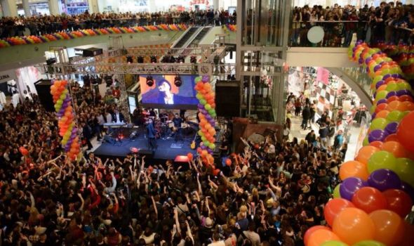 Krcato: Koncert Tropico benda šlag na Plazinoj rođendanskoj torti