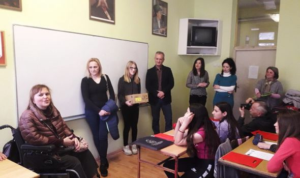 Slepi i slabovidi učenici dobili pomagala, održana radionica o poštovanju različitosti