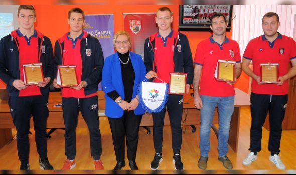 Priznanja juniorskim vicešampionima sveta, stipendije prvotimcima Radničkog