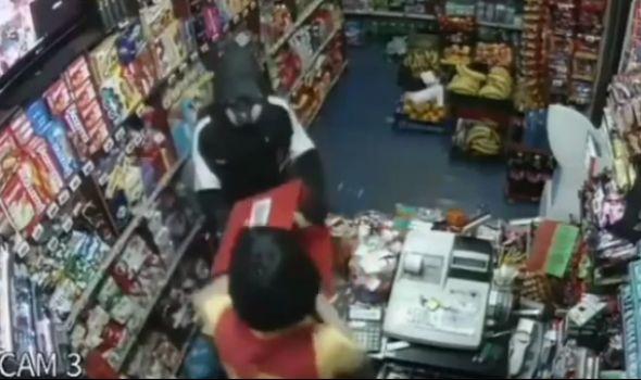 Da bi vratio dug, krenuo u pljačku prodavnice: Uhapšeni razbojnik i podstrekači (VIDEO)