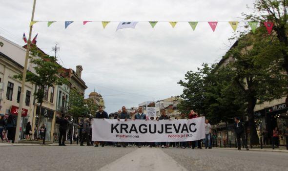 Protest ponovo u skromnom izdanju, najavljen veliki skup za narednu subotu sa gostima iz više gradova Srbije (FOTO)