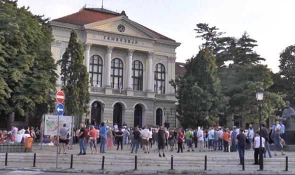 Đilas, Trifunović, Obradović, Lutovac u Kragujevcu na noge digli jedva 100 ljudi (FOTO)