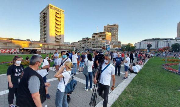 Protest: Treće veče proteklo mirno (FOTO)