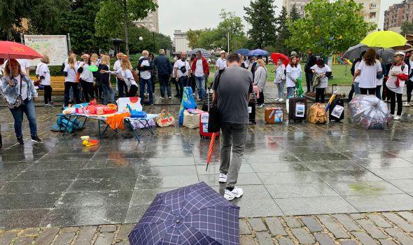 Turistički radnici protestovali i u Kragujevcu: Apelovali na državu da im pomogne (FOTO)