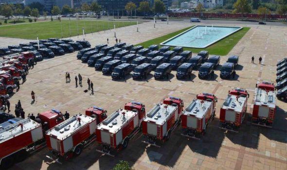 Kragujevački vatrogasci dobili novo vozilo od 250.000 evra (FOTO)