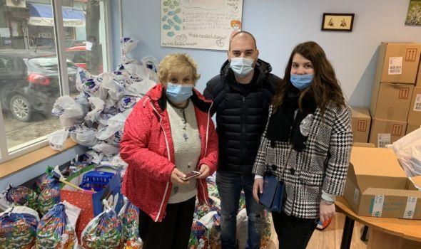 """Rotaraktovci donirali paketiće sa igračkama Društvu za cerebralnu i dečiju paralizu """"Ana Antonijević"""" (FOTO)"""