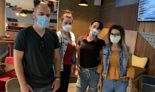 Rotaraktovci donirali zaštitne maske kragujevačkim ugostiteljima (FOTO)