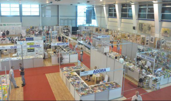 Otvoren Sajam knjiga i grafike na Šumadija sajmu (FOTO)